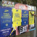 Collage des affiches pour l'évenement street marketing Produit en Bretagne